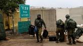 Meski demikian, Conricus tak membeberkan cara Israel akan menghancurkan terowongan tersebut. Yang jelas, semua operasi militer akan dilakukan dari wilayah Israel. (Reuters/Ronen Zvulun)