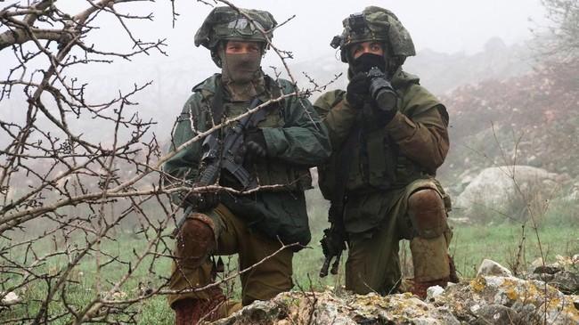 Pihak oposisi menganggap pemerintahan Netanyahu terlalu berlebihan menanggapi kabar penemuan terowongan ini. (Reuiters/Karamallah Daher)