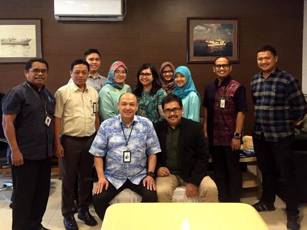 Hadir dalam acara tersebut Direktur Keuangan, Umum dan SDM PT Perikanan Nusantara Ridwan Zachrie, dan Direktur Utama PT Widar Mandripa Nusantara, salah satu anak usaha dari Perusahaan Gas Negara (PGN) Rizal Wibisono, usai penandatanganan Nota Kesepahaman di Jakarta. Foto: dok. Perinus
