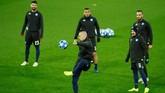 Napoli datang ke Anfield dengan status pemuncak klasemen. Namun posisi mereka juga belum aman. (Reuters/Jason Cairnduff)