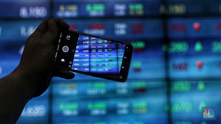 Investor asing membukukan jual bersih senilai Rp 233 miliar di pasar saham tanah air.
