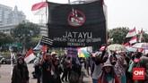 Dalam aksinya massa yang bergabung bersama Walhi menuntut keadilan kepada Pemerintah yang hanya mempercepat proses pembangunan infrastruktur namun melupakan pengelolaan lingkungan dan manusianya. (CNN Indonesia/Andry Novelino)