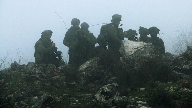 Israel dilaporkan memulai operasi penghancuran terowongan di perbatasan Libanon yang diduga dibangun kelompok Hizbullah untuk menyusup ke negaranya. (Reuters/Karamallah Daher)