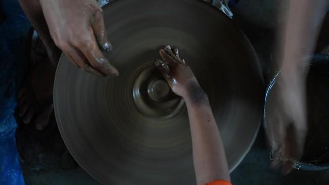 Hingga kini tercatat sebanyak 86 perajin yang masih aktif memproduksi gerabah.