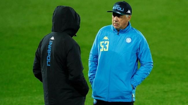 Pelatih Napoli, Carlo Ancelotti punya pengalaman dengan sepak bola Inggris sehingga ia diyakini bisa menerapkan strategi dengan baik pada laga lawan Liverpool. (Reuters/Jason Cairnduff)