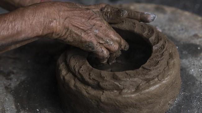 Para perajin biasanya membuat gerabah untuk memenuhi kebutuhan masyarakat maupun wisatawan, yang berkunjung ke Candi Borobudur dan sekitarnya.
