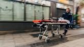 Setidaknya tiga orang tewas dan belasan lainnya terluka setelah seseorang tak dikenal melepaskan tembakan di salah satu pasar terbesar di Prancis tersebut. (AFP Photo/Abdesslam Mirdass)