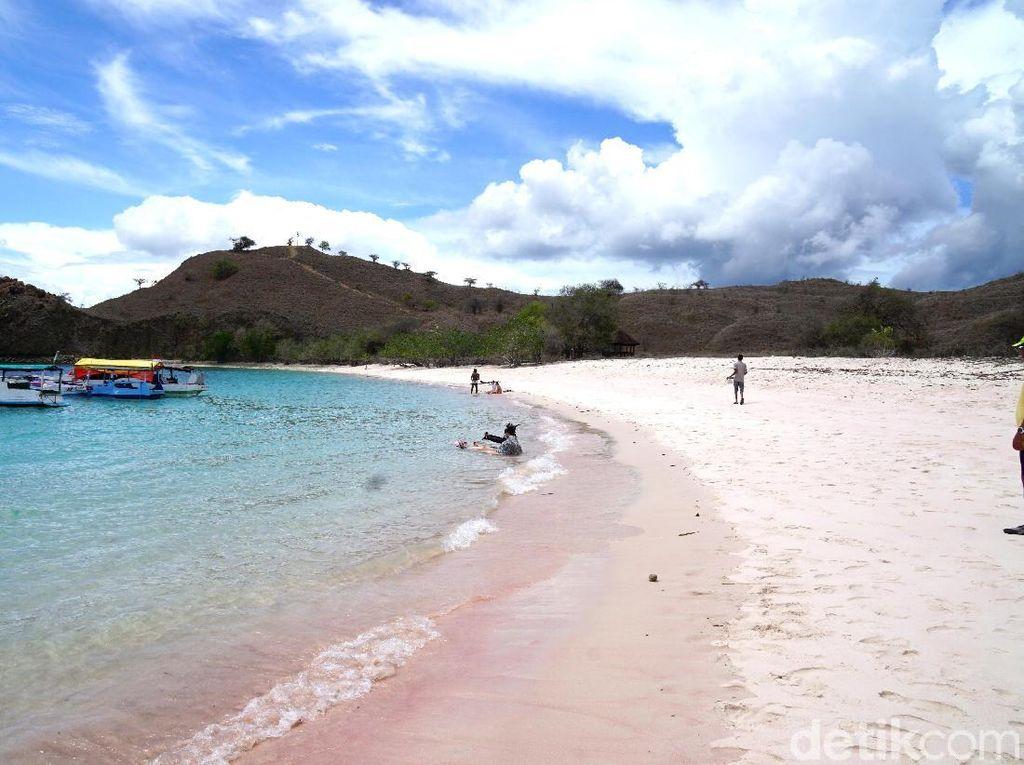 Keindahan Indonesia Itu Unik, Pantai Pink Contohnya