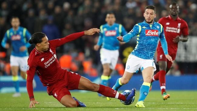 Virgil van Dijk dan kawan-kawan harus berjuang keras menahan gempuran tim asal Italia tersebut. (Reuters/Carl Recine)