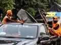 Mobil Derek Angkut 17 Kendaraan Ringsek di Mapolsek Ciracas