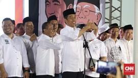 Jokowi Temui Pendukung di Tengah Hujan Deras di Bogor