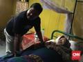 'Si Doel' Bantu Evakuasi 'Maknyak' dari Banjir