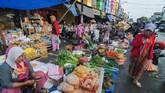 Aktivitas ekonomi riil kembali bergerak, padahal semula kegiatan pasar tak berdenyut ditinggal para pedagang. (ANTARA FOTO/Basri Marzuki).