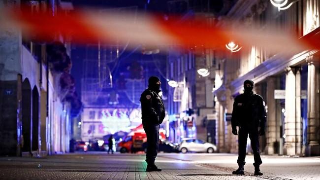 Namun, dua sumber keamanan mengatakan bahwa pelaku diyakini berusia sekitar 29 tahun dan diketahui bernama Cherif, berasal dari Strasbourg. (Reuters/Christian Hartmann)