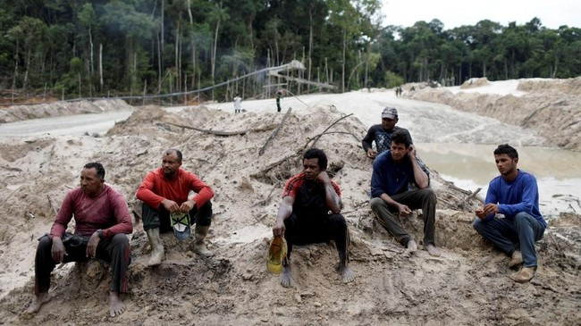 Target utama dari operasi ini bukan penambang lapangan yang biasanya hanya menjadi korban perbudakan, tapi para pemilik tambang lokal. (Reuters/Ricardo Moraes)