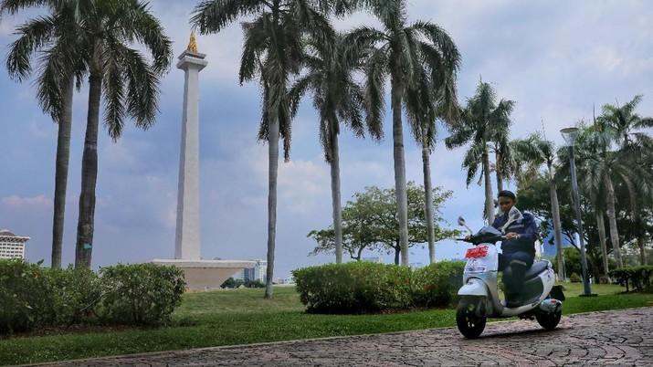 Kurangi Polusi, DKI Gunakan Motor Listrik di Lokasi Wisata