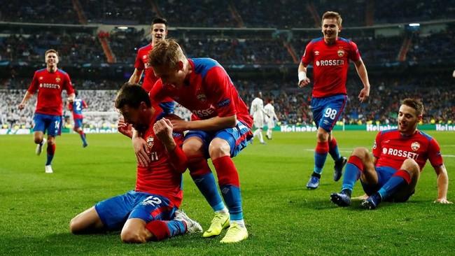 Dua menit sebelum babak pertama berakhir, CSKA menambah keunggulan menjadi 2-0 berkat sepakanGeorgi Shchennikov yang memanfaatkan umpan Mario Fernandes.(REUTERS/Juan Medina)