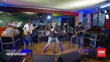 Music at Newsroom: TDS - '21st Century Boy'