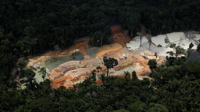 Proyek gagasan kelompok advokat Instituto Socioambiental ini memetakan semua tambang ilegal di hutan Amazon yang membentang melewati Brasil, Venezuela, Kolombia, Peru, Ekuador, dan Bolivia. (Reuters/Ricardo Moraes)