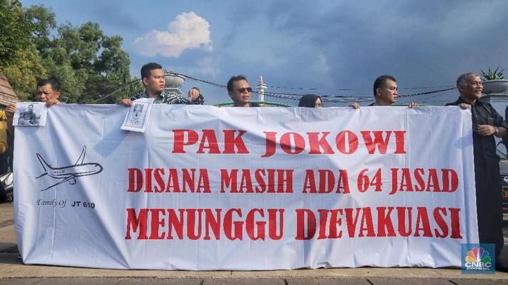 Keluarga Korban Lion Air JT 610 Demo di Depan Istana Negara