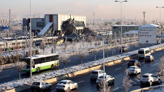 Kecelakan tersebut terjadi sekitar pukul 06.30 waktu setempat, ketika berangkat dari Ankara ke Konya. (REUTERS/Tumay Berkin)