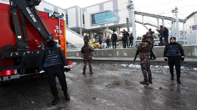 Sekitar tiga orang dari puluhan korban terluka saat ini masih dalam kondisi kritis. (REUTERS/Tumay Berkin)