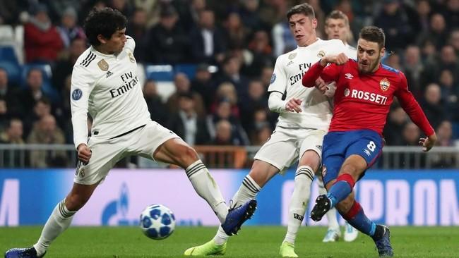 Memainkan sebagian besar pemain pelapis dalam starter membuat Madrid tidak berkutik di hadapan suporternya sendiri. CSKA justru tampil impresif dengan bisa unggul 2-0 di babak pertama. (REUTERS/Sergio Perez)