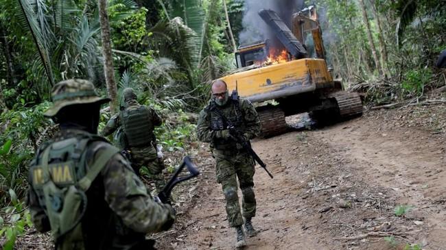 Meski sejumlah proyek berhasil, tapi target utama untuk memberantas semua tambang ilegal di hutan itu masih jauh dari rampung. (Reuters/Ricardo Moraes)