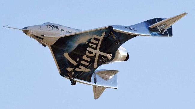 Pesawat roket Virgin Galactic SpaceShipTwo berhasil kembali dengan selamat setelah mencapai titik tertinggi mereka dari permukaan bumi. (REUTERS/Gene Blevins)