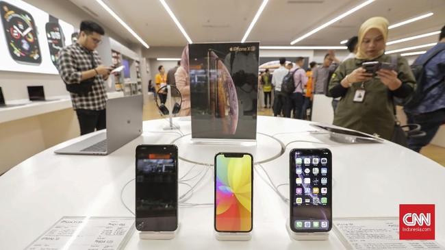 iPhone XS dan XS Maxsudahmengantongi sertifikasi dari Ditjen Postel Kemenkomifo sejak 3 Oktober 2018. Sedangkan sertifikasi iPhone XR baru keluar pada 5 Oktober 2018.(CNNIndonesia/Adhi Wicaksono)