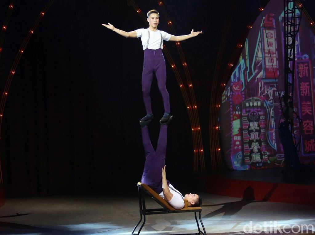 Pentas Oriental Circus Indonesia Bikin Mata Tak Berkedip