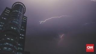 BMKG Prediksi Hujan Petir Landa Jakarta pada Malam Hari