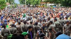 Bupati Ditangkap KPK, Warga Cianjur Syukuran di Alun-alun