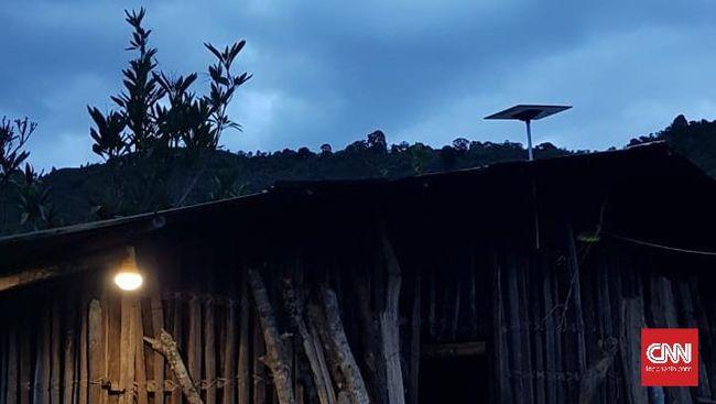 Lampu Hemat Energi Solusi Sementara Terangi Daerah Terpencil