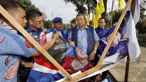 SBY 'Lawan' Wiranto soal Perusakan Bendera Demokrat di Riau