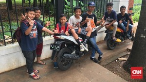 Bocah 10 Tahun Jalan Kaki 8 Kilometer Demi Persija Jakarta
