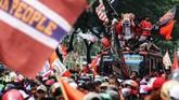 Persija Jakarta sudah memastikan gelar juara pada Minggu (9/12) dan baru melakukan perayaan resmi dari GBK ke Balai Kota DKI Jakarta. (ANTARA FOTO/Rivan Awal Lingga)