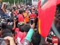 Jelang Pawai, Pendukung Persija Heboh Sambut Riko Simanjuntak