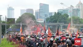 Puluhan Ribu Pendukung Persija Penuhi Jalan Jenderal Sudirman