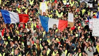 'Rompi Kuning' Bentrok dengan Polisi saat Kekuatan Menurun