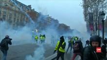 VIDEO: 'Rompi Kuning' Turun ke Jalan, Meski BBM Batal Naik