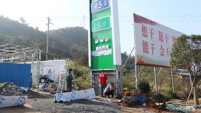 Tumpukan utang pemerintah daerah di China diperkirakan mencapai 18,4 triliun yuan hingga Oktober 2018. Lembaga pemeringkat dunia, S&P memprediksi utang pemerintah China mencapai 40 triliun yuan. (REUTERS/Shu Zhang).