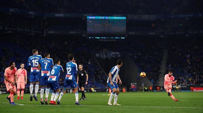 Tendangan Bebas Gelandang Levante Kalahkan Messi dan Ronaldo