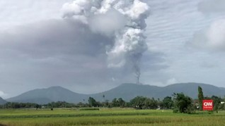 VIDEO: Gunung Soputan Erupsi, Status Siaga