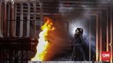 Penampilan Slank mampu membakar semangat ribuan Slanker yang turut memenuhi Lapangan Transcity, Serpong, 15 Desember 2018. (CNN Indonesia/Adhi Wicaksono)