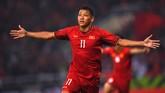 Tuan rumah Vietnam unggul 1-0 lewat gol cepat yang dicetak penyerangNguyen Anh Duc usai menerima umpan Nguyen Quang Hai. Gol itu sempat diprotes pemain Malaysia namun tidak digubris wasit. (Photo by Manan VATSYAYANA / AFP)