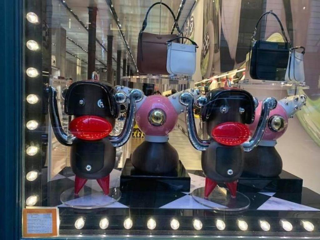 Prada Minta Maaf karena Pakai Boneka Kulit Hitam Jadi Hiasan Toko