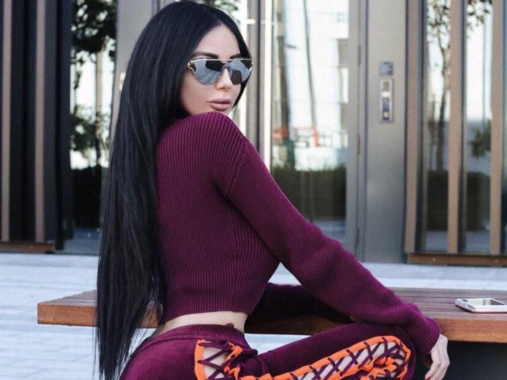 Foto: Model Seksi Habiskan Rp 2,4 M Terobsesi Punya Bokong Kim Kardashian