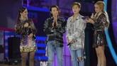 Seringnya boyband asuhan SM Entertainment ini datang ke Indonesia membuat para anggotanya sudah tak asing dengan suasana Indonesia, termasuk bahasa dan makanan lokal.