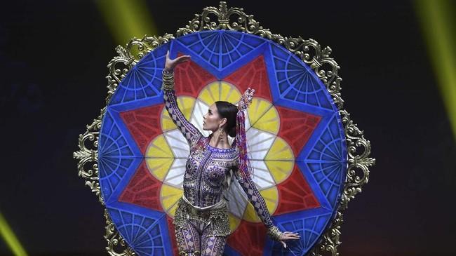 Miss Phillipines, Catriona Gray berhasil menyingkirkan 93 kontestan lain dan menjadi Miss Universe 2018.(Lillian SUWANRUMPHA / AFP)